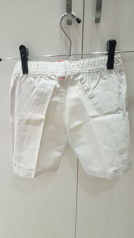 2 shorts (bege e jeans), tamanho 1 ano, seminovos.  - Foto 2