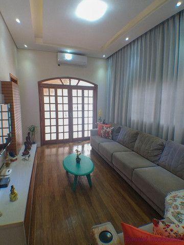 Casa em Cravinhos - Casa no Centro de Cravinhos com 04 Dormitórios + Piscina