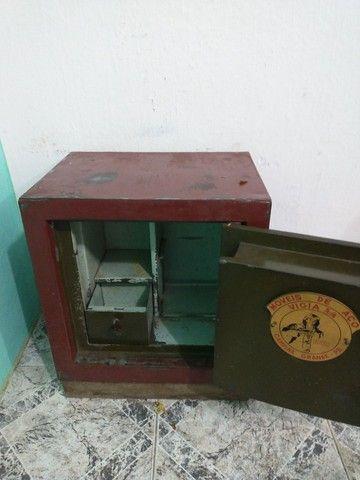 Cofre em aço grátis móvel madeira pra esconder ele - Foto 2