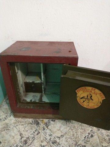 Cofre em aço grátis móvel madeira pra esconder ele - Foto 3
