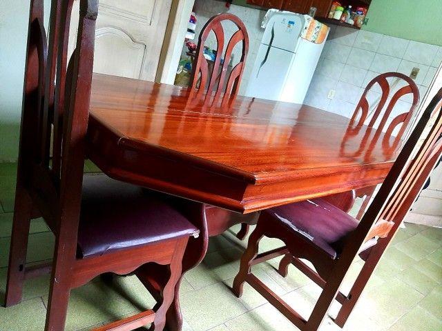 Uma Mesa com 6 lugares  - Foto 3