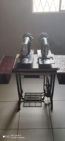 Duas máquinas uma  Singer e outra glória pé próprio pra máquina  - Foto 4