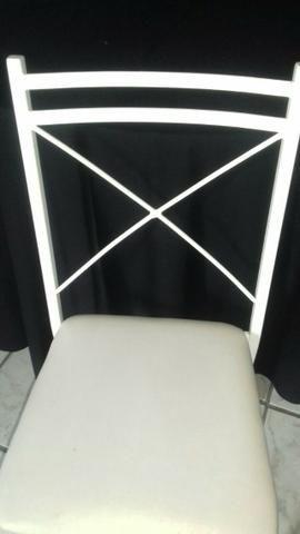 Cadeira em ferro com encosto em x e assento em korino na cor branca - Foto 4