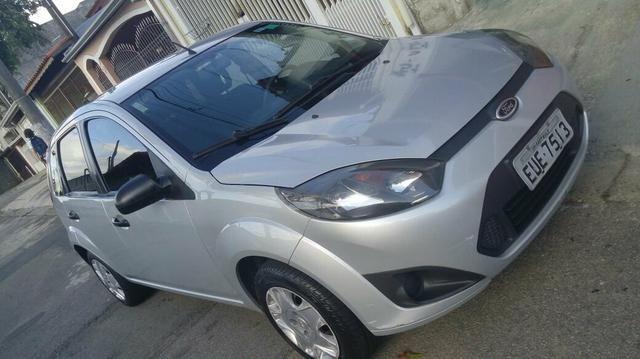 Fiesta hatch única dona carro de garagem