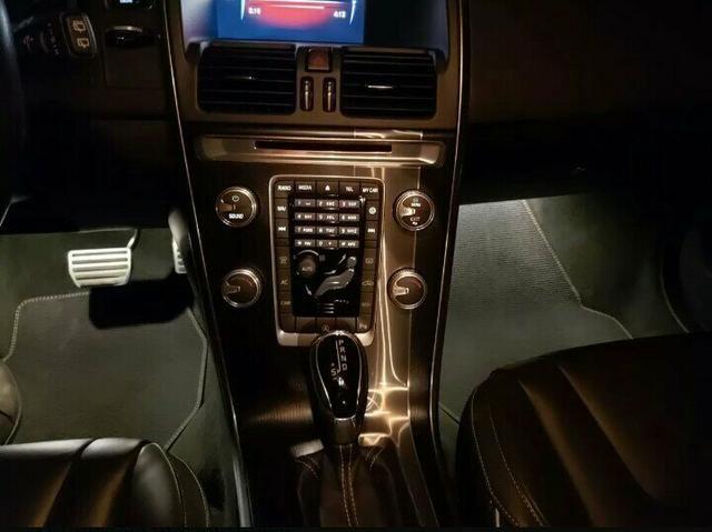 Volvo XC60 2.0 T5 R-Design 5p - Foto 3