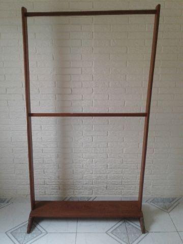 Arara de roupas em madeira - Móveis - Mangueirão 2bc33b71be50a