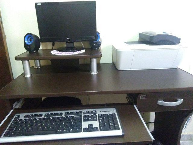 Computador completo + mesinha