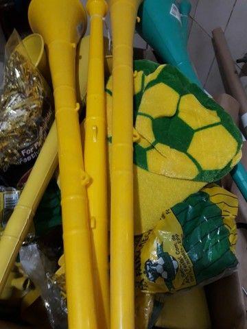 Vuvuzelas, perucas, apitos, Brasil