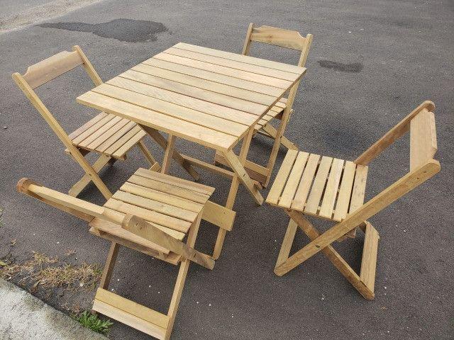 Promoção de Conjunto de mesa e 4 cadeiras dobrável
