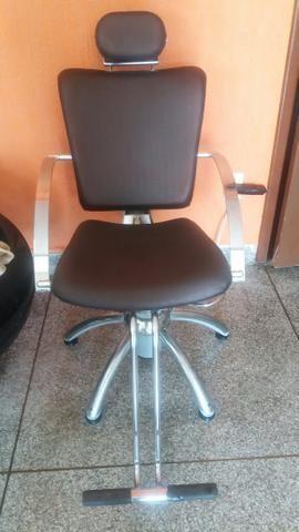 Cadeira hidtaulica reais semi nova