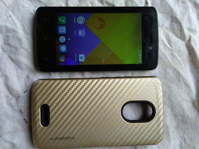 Vendo celular com capa dourada