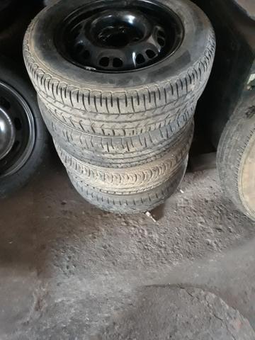 Rodas 13 com pneus - Foto 2