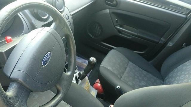Fiesta hatch única dona carro de garagem - Foto 2
