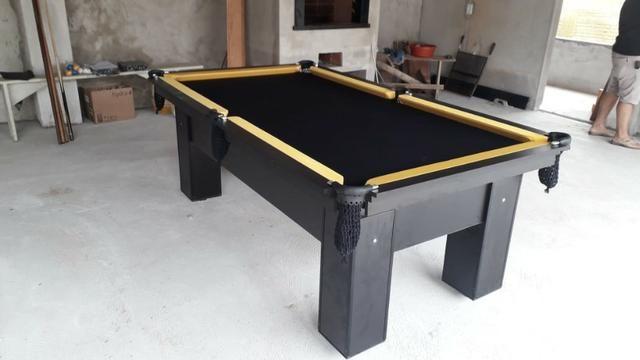 Mesa com 4 Pés Cor Preta Tecido Preto e Borda Amarela Mod. TTHE0267