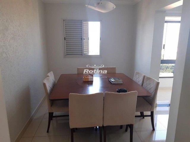 Apartamento para aluguel, 3 quartos, 1 suíte, 2 vagas, Umuarama - Uberlândia/MG - Foto 2