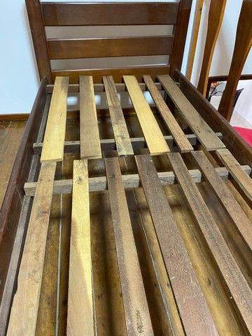Cama solteiro em madeira reforçada