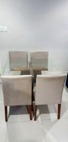 Mesa com tampa de vidro temperada