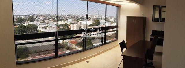 Apartamento para aluguel, 3 quartos, 1 suíte, 2 vagas, Umuarama - Uberlândia/MG