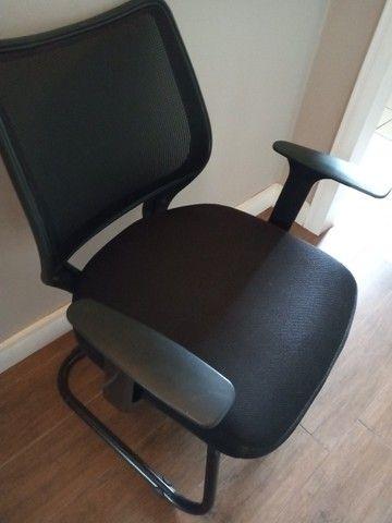 03 cadeiras de escritório em excelente estado /R$150 cada ou R$400 pelas 3. - Foto 3