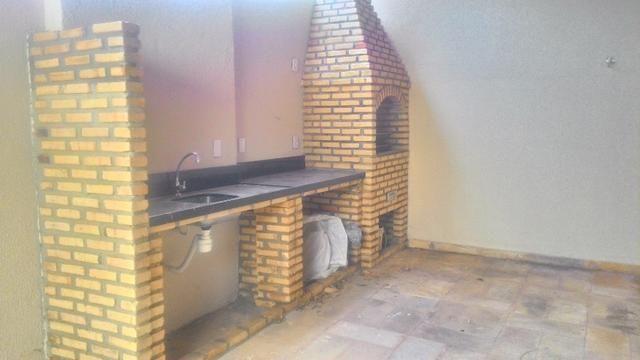Casa Plana com Deck + Churraqueira + Chuveirão + Móveis projetados - 2 vagas - Pedras - Foto 13