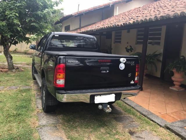 Toyota Hilux CD SR 4x2 4 portas preta em perfeito estado - Foto 4
