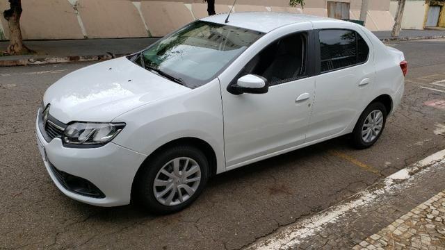 Renault Logan 2017 1.0 Completo Pneus novos Ipva pago