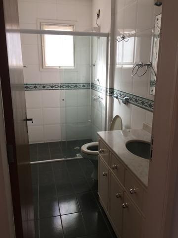 Espaçoso apartamento, quatro quartos - Foto 5