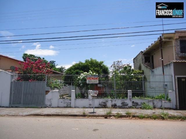 Casa no Setor Coimbra, 3 quartos (1 suíte), ótima localização, encostado no Hiper Moreira