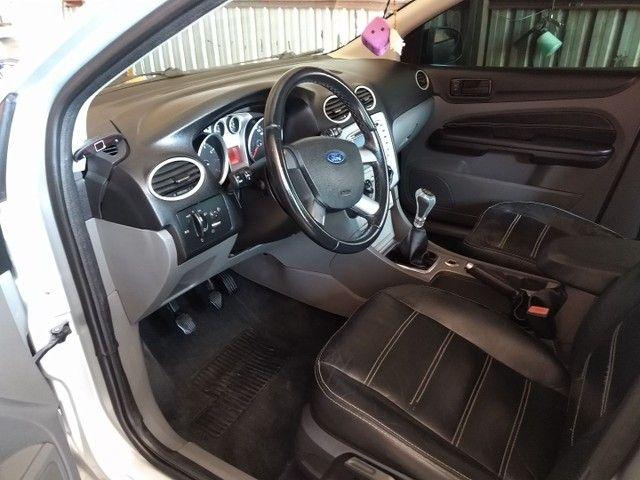 Vendo ou troco Ford Focus Sedan Financiado - Foto 5
