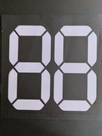 Números digitais para identificação do ano do veículo