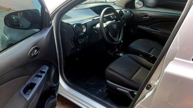 Toyota etios sedan aut X 1.5L vvt-i flex 4p prata 2018 raridade 35.000km ipva2021pgvist.   - Foto 9