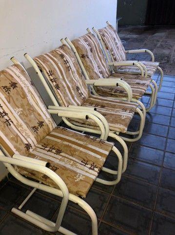 Vendo 4 cadeiras de ferro com estofados - Foto 2