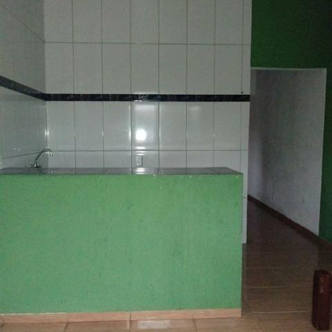 Quintineti com um quarto banheiro sala com consinha americana