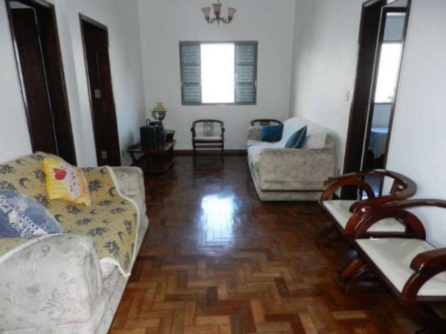 Casa em lote amplo, 3 quartos, quintal, 3 vagas - Foto 3