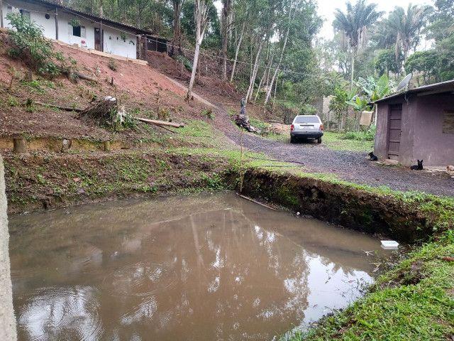 Chácara com lago frente a represa 127 mil reais
