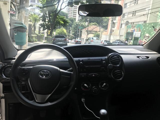 Toyota etios xs sedan 1.5 14/15 - Foto 4