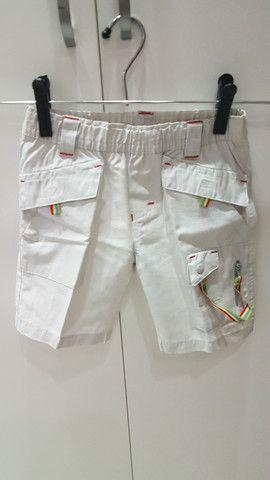2 shorts (bege e jeans), tamanho 1 ano, seminovos.