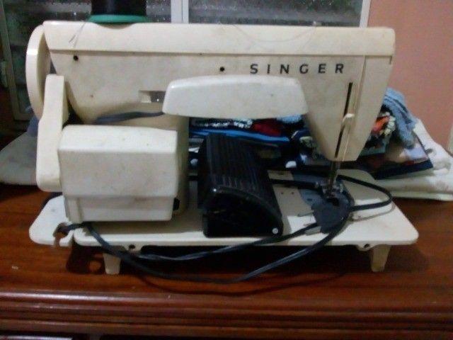 Maquina de Costura Singer 966 - Foto 3