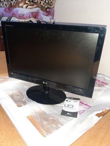 Monitor LG E2240S Com defeito.