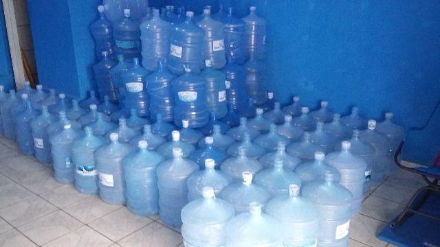 Temos 1000 garrafoes de 20l de agua mineral varias marcas por apenas 9 reais a unidade