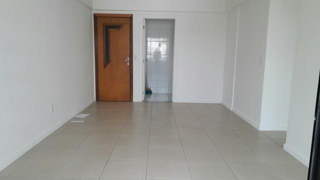 Apartamento três quartos com suíte e varanda no Imbui