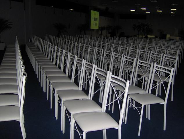 Cadeira em ferro com encosto em x e assento em korino na cor branca - Foto 5