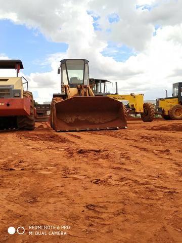 Caminhão de terra, areia e brita