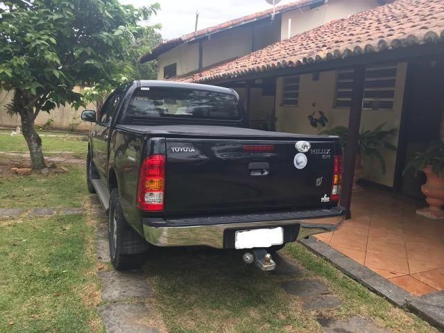 Toyota Hilux CD SR 4x2 4 portas preta em perfeito estado - Foto 5