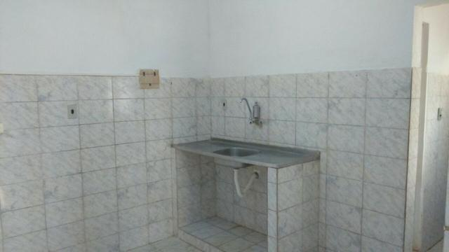 Casa em pau amarelo 2 quartos a 15 munitos do terminal de onibus - Foto 5