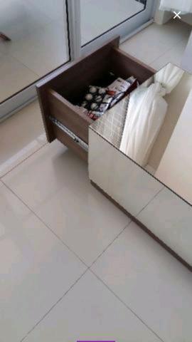 Vende-se mesa de centro espelhada com gavetas - Foto 2