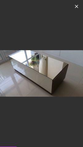 Vende-se mesa de centro espelhada com gavetas