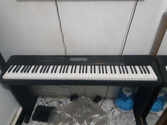 Piano eletrônico Casio CDP 230 + móvel de suporte