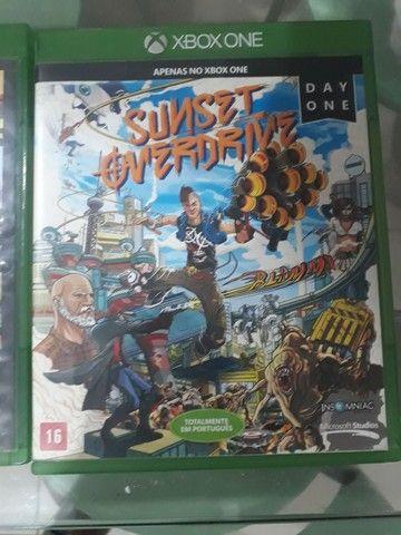 3 jogos de xbox one ,GTA V,Resident evil 4,sunset Overdrive  - Foto 4