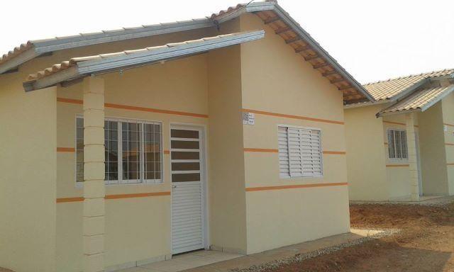 Casa no juscelino farias, 2 quartos,banheiro, sala, cozinha americana e muro pré feito